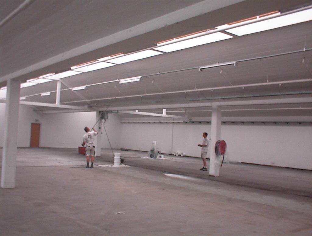 Sprøjtemaling af 1000 m2 lagerhal